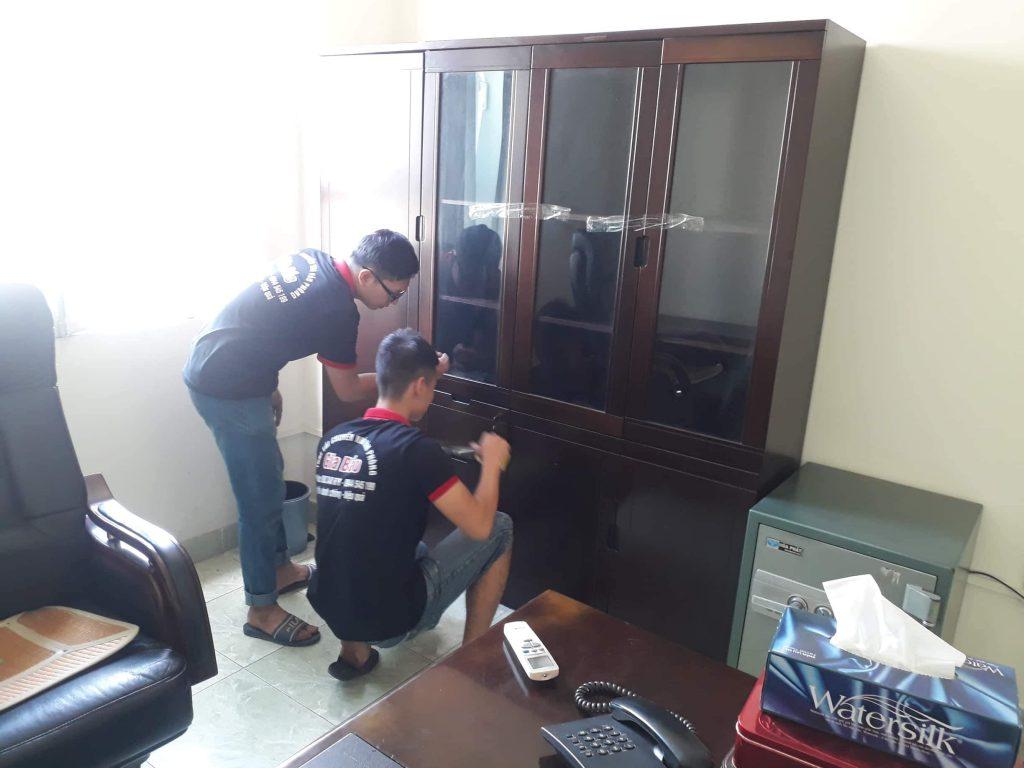 chuyển phòng giám đốc có tủ tài liệu và két sắt