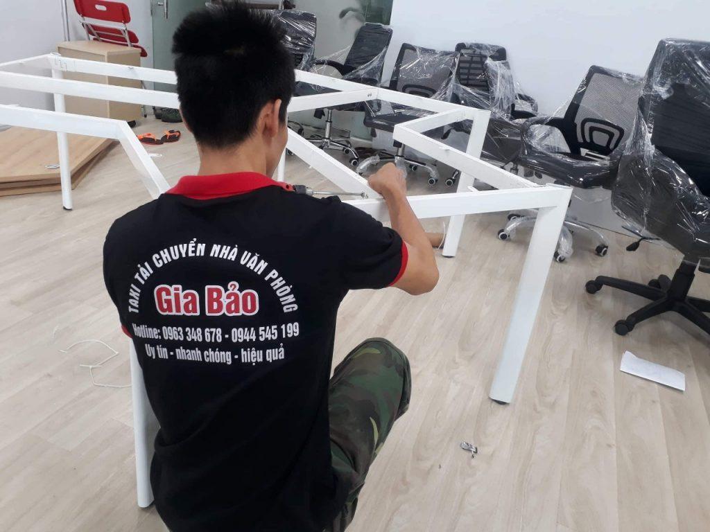 tháo lắp bàn ghế khi chuyển văn phòng trọn gói